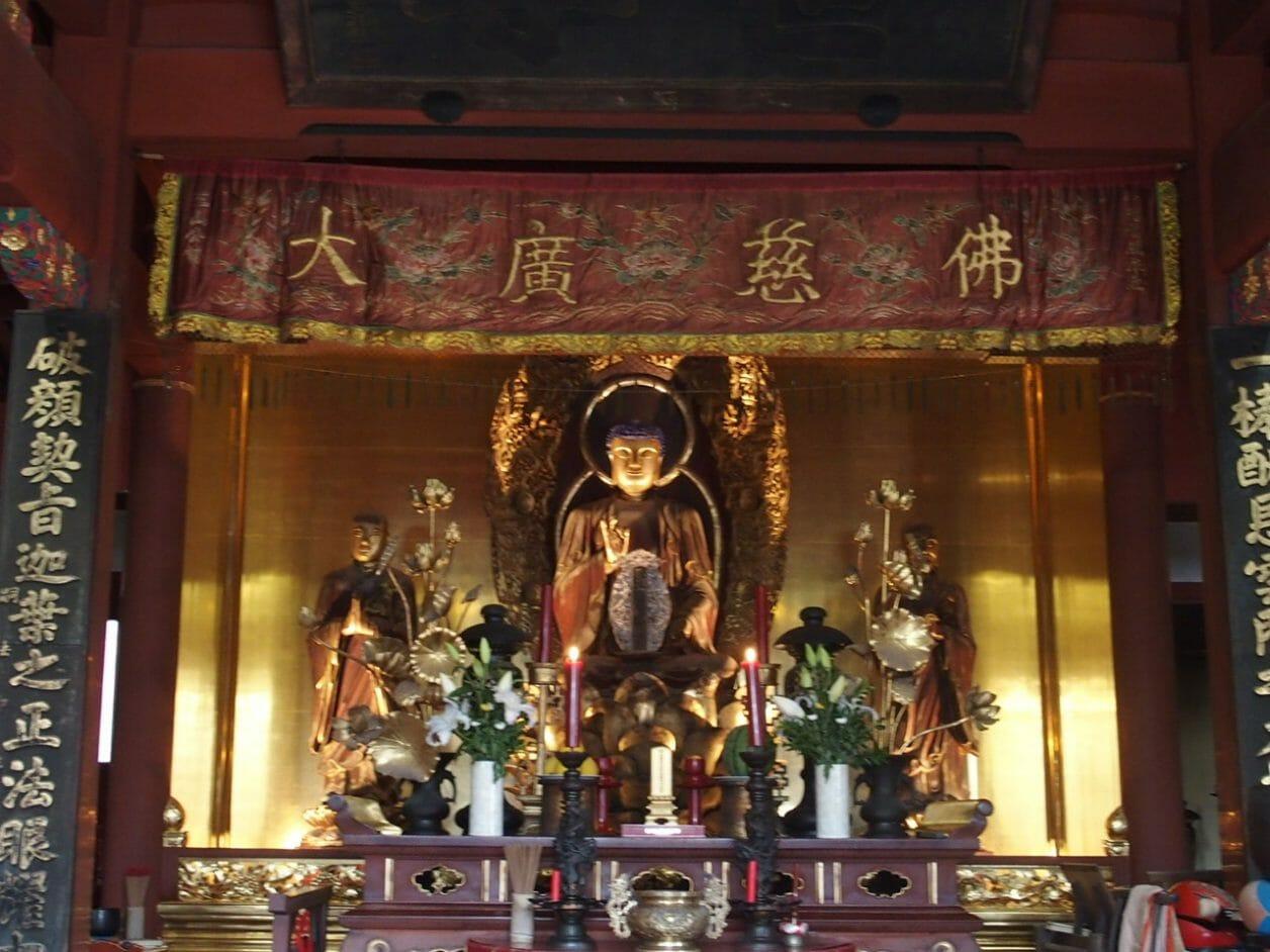 長崎の崇福寺の国宝大雄宝殿の釈迦如来三尊坐像