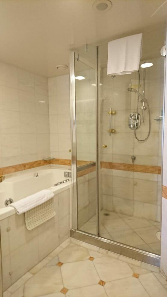 ダイヤモンドプリンセスの客室スイートルームのバスルーム