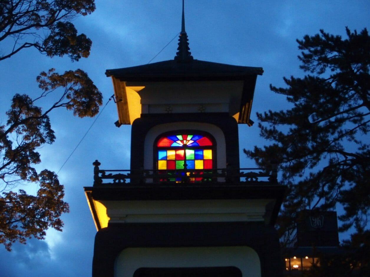 金沢尾山神社のステンドグラス