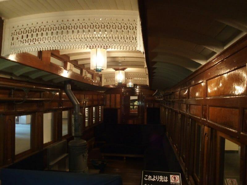 小樽総合博物館に展示されているしずか号の客車内