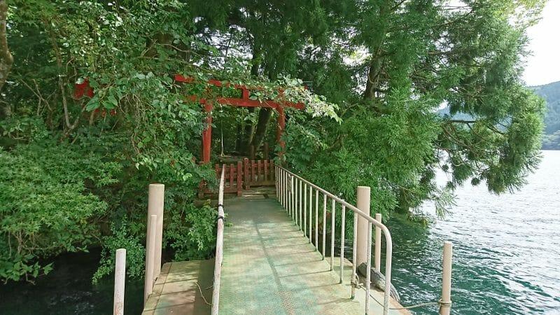 九頭龍神社近くの神山桟橋