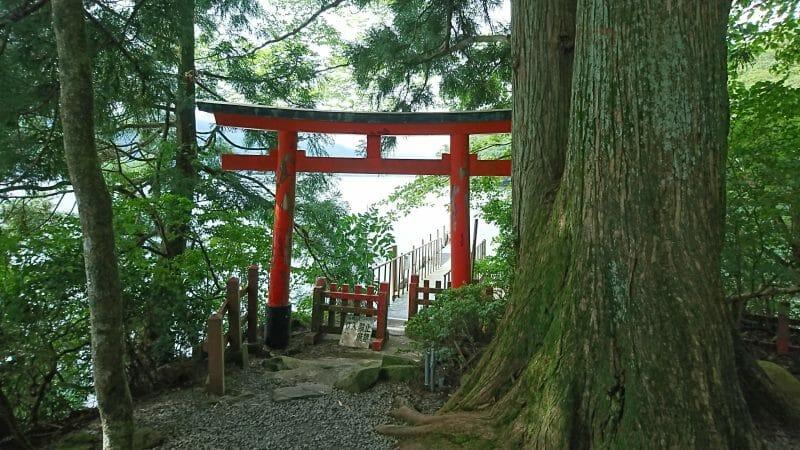 芦ノ湖にあるパワースポット九頭龍神社