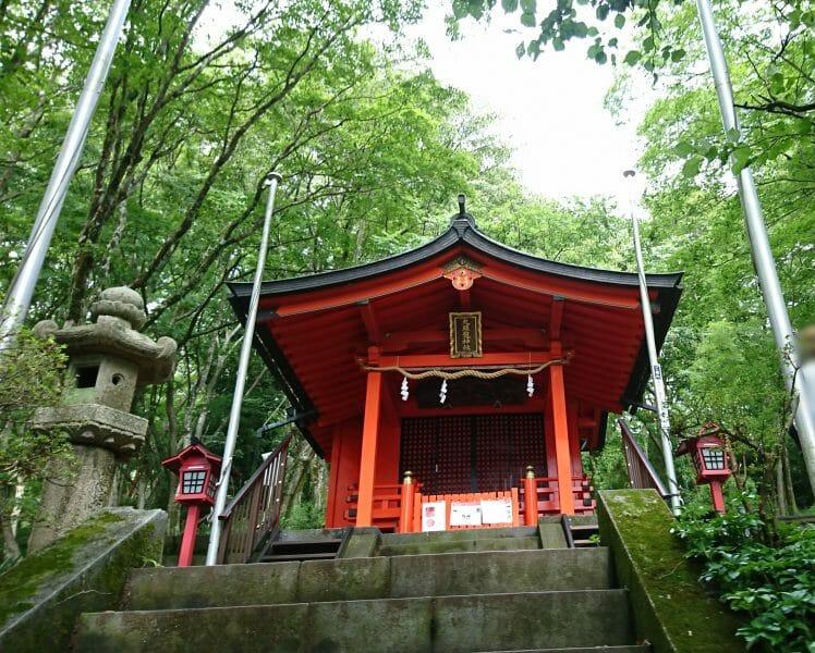 箱根の芦ノ湖のほとりにある九頭龍神社