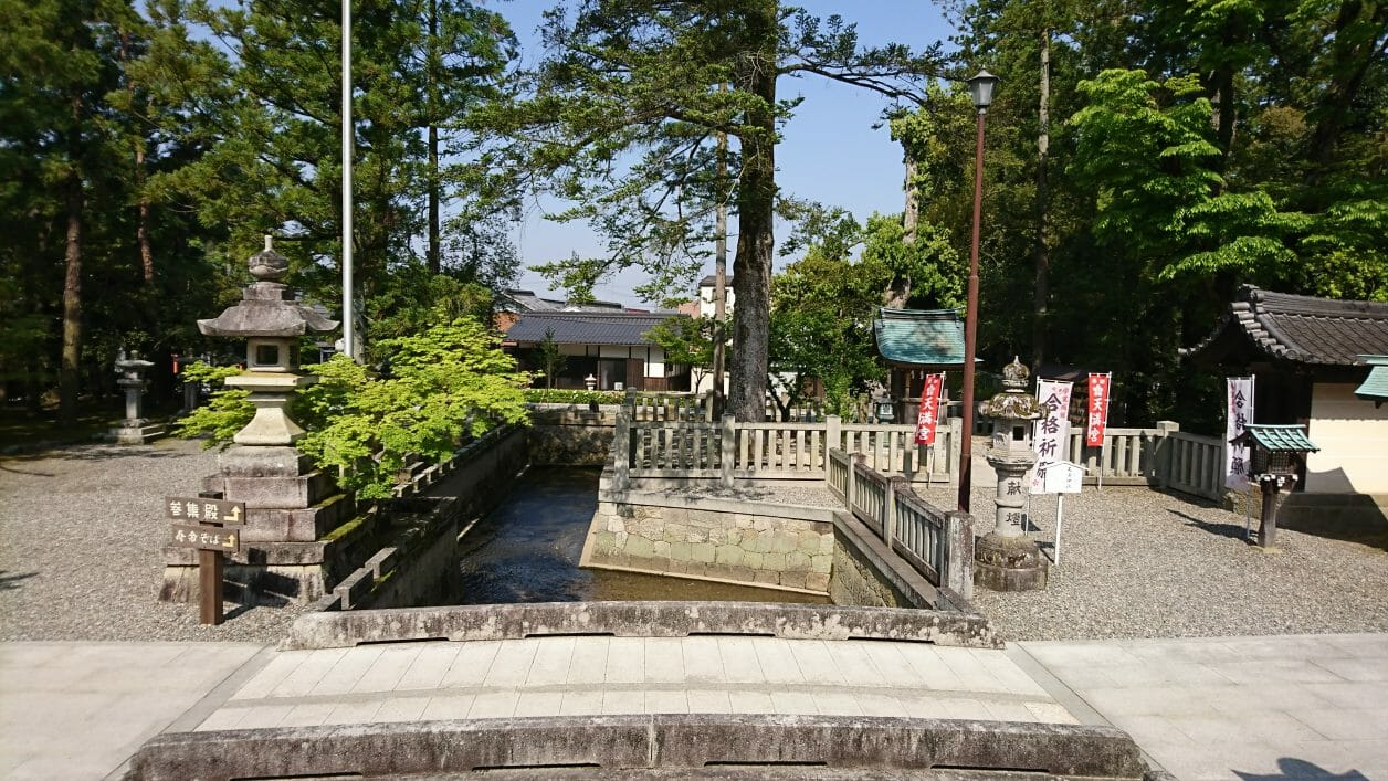 多賀大社の太閤橋の上から見る景色