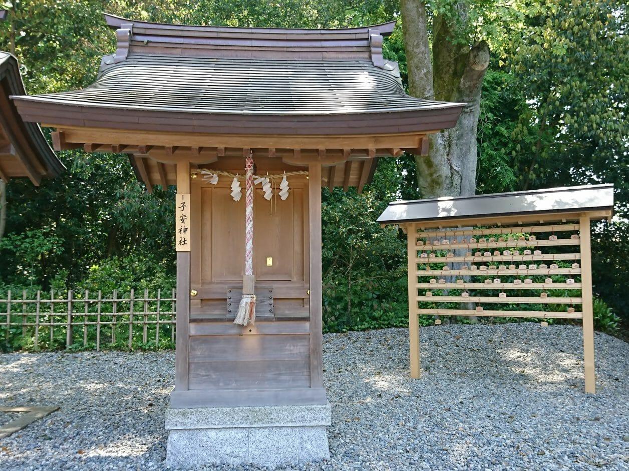 多賀大社の境内にある子安神社