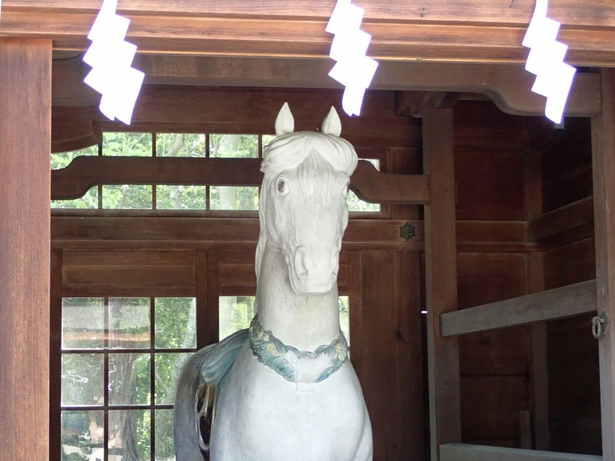 多賀大社の神馬の像