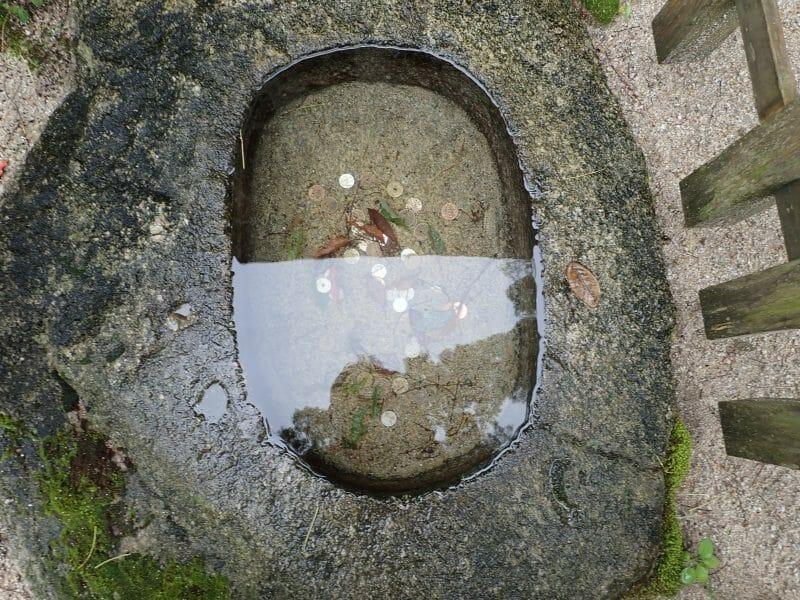 大宰府の竈門神社にある願いをかなえてくれる水鏡