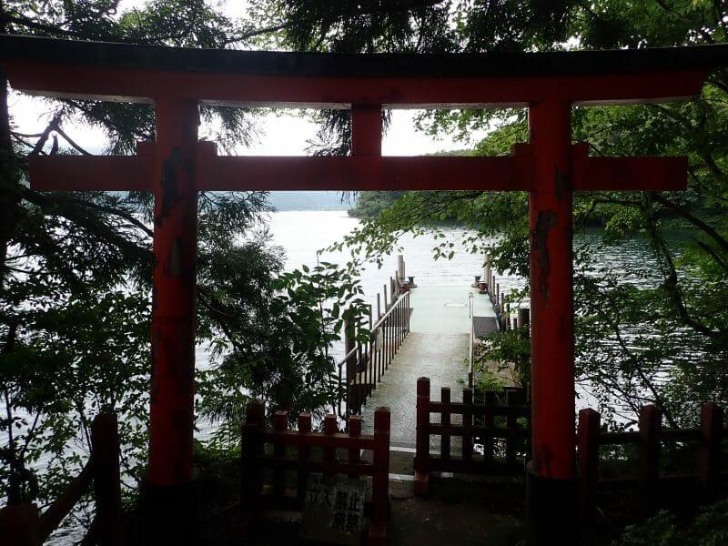 九頭龍神社の近くにある神山桟橋