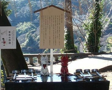 熱海の伊豆山神社のシンボル紅白の龍
