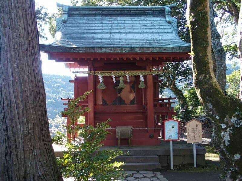 熱海の伊豆山神社の境内にある雷電社