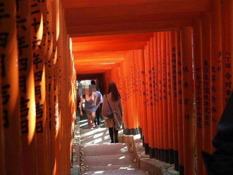 赤坂山王日枝神社の鳥居参道