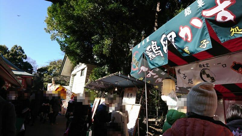 赤坂山王日枝神社の初詣に境内に出ている露店