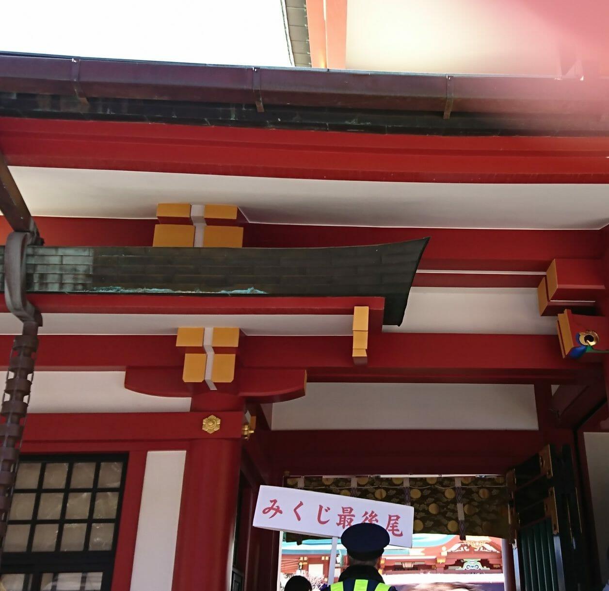 赤坂山王日枝神社の初詣は猿みくじを引くために長い行列が出来ます。