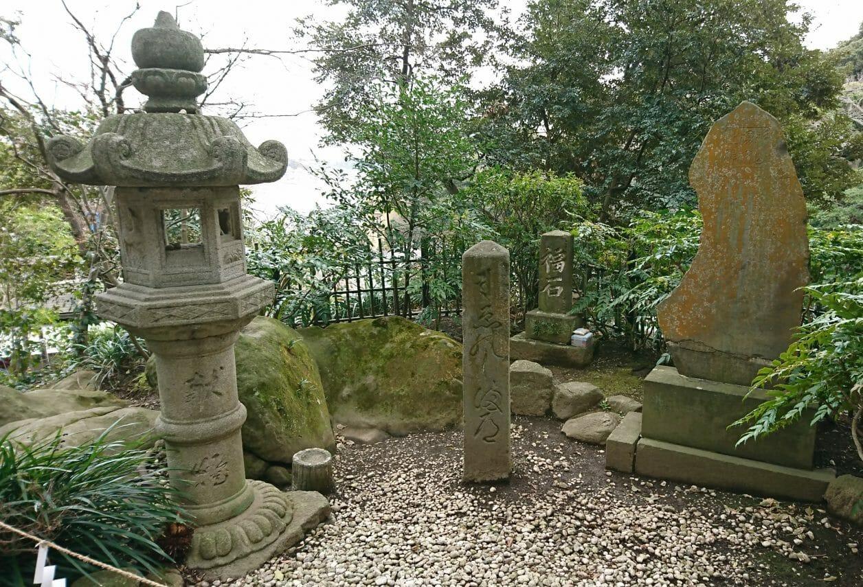 江ノ島神社の福石