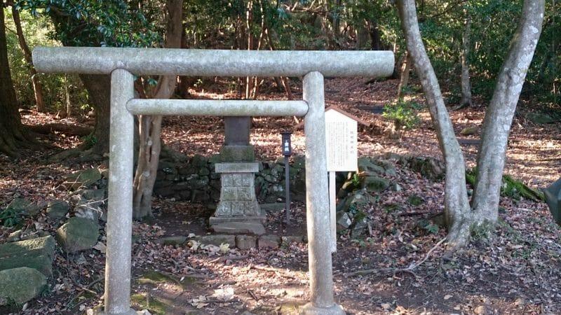 熱海の伊豆山神社の結明神社のご神体