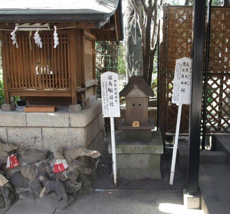 東京港区愛宕神社の境内にある福寿稲荷神社のすぐ傍には大国天神と恵比寿神の祠がある