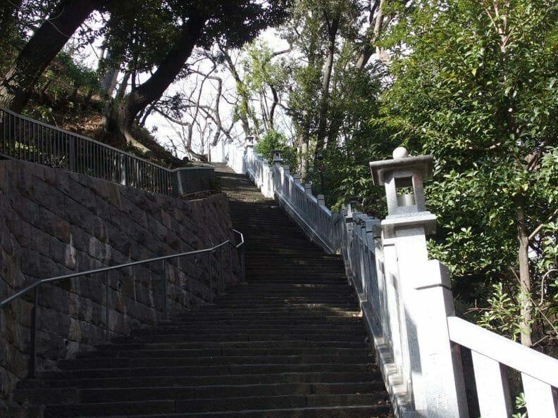 東京港区の愛宕神社で女性にご利益があるとされる女坂
