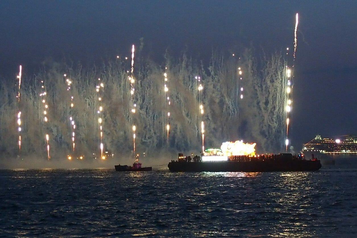 ダイヤモンドプリンセスツアーで見に行ったねぶたの海上運行と花火大会