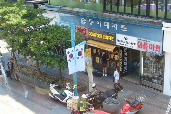 ダイヤモンドプリンセスを降りてシャトルバスで釜山の街まで向かう時の景色