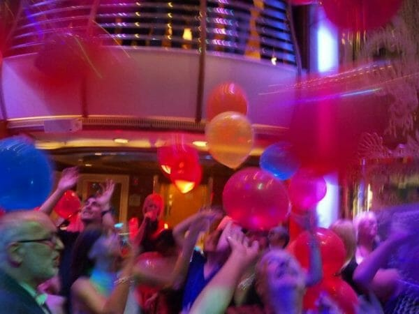 ダイヤモンドプリンセスの風船パーティ