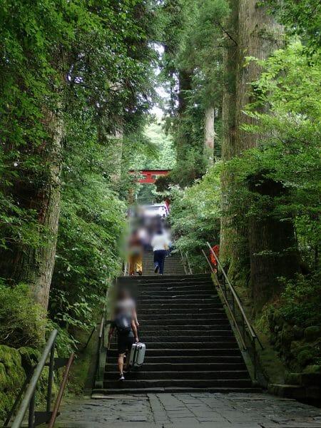 箱根神社の89段の階段