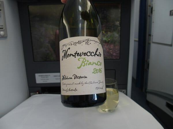 2016年ANAビジネスクラスに搭乗したときに出された白ワイン