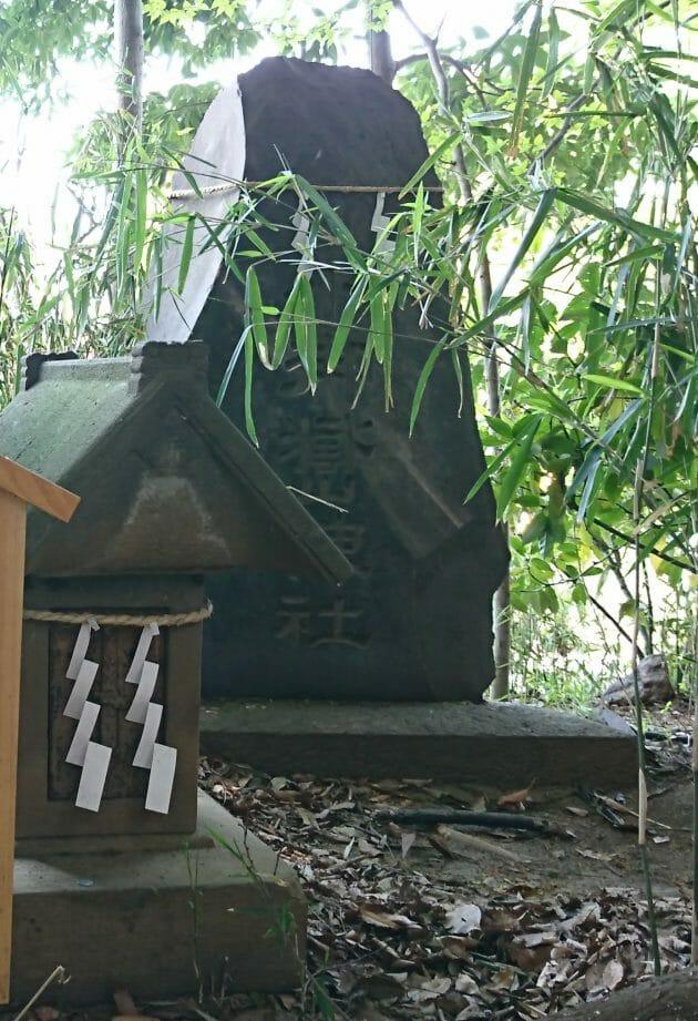 川越氷川神社の境内にある小御嶽神社