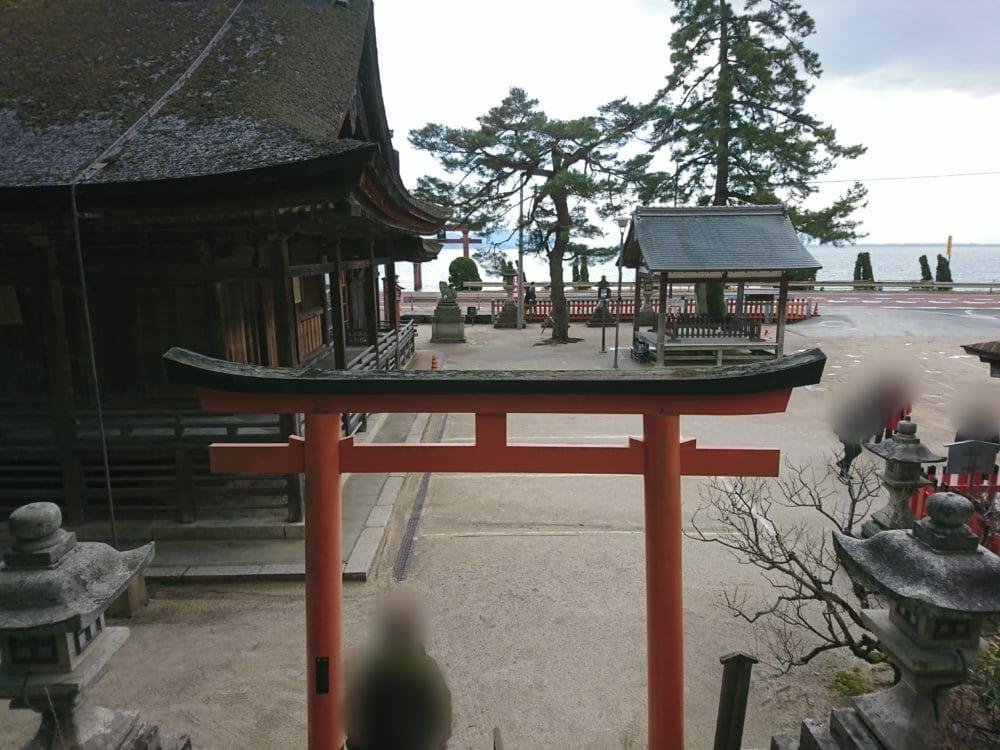 白鬚神社の階段から見える琵琶湖