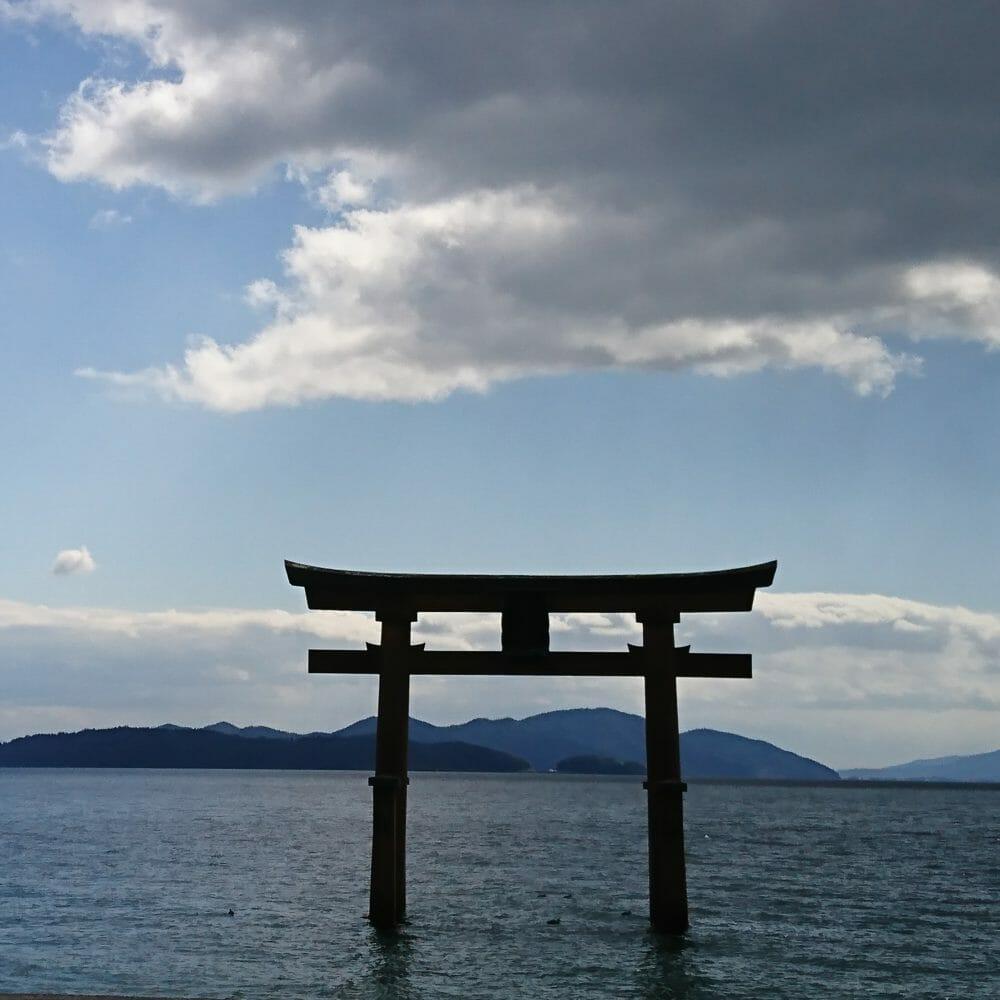 白鬚神社の湖上の鳥居