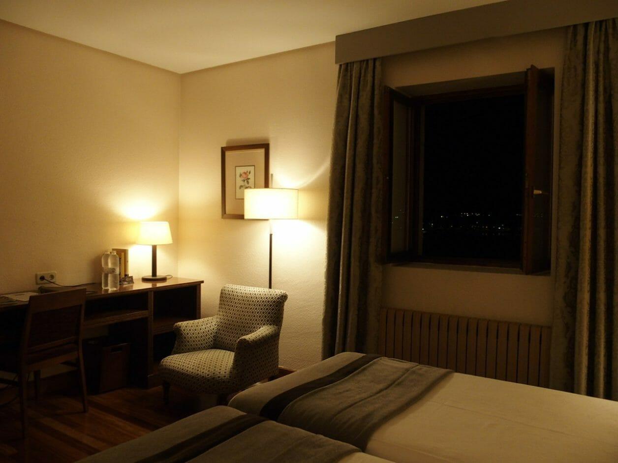 バスクオンダリビアのホテルパラドールの客室