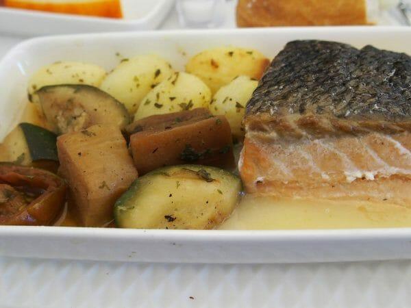 イベリア航空ビジネスクラスの機内食のサーモン