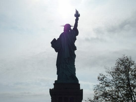 ニューヨークの自由の女神をリバティ島から見た
