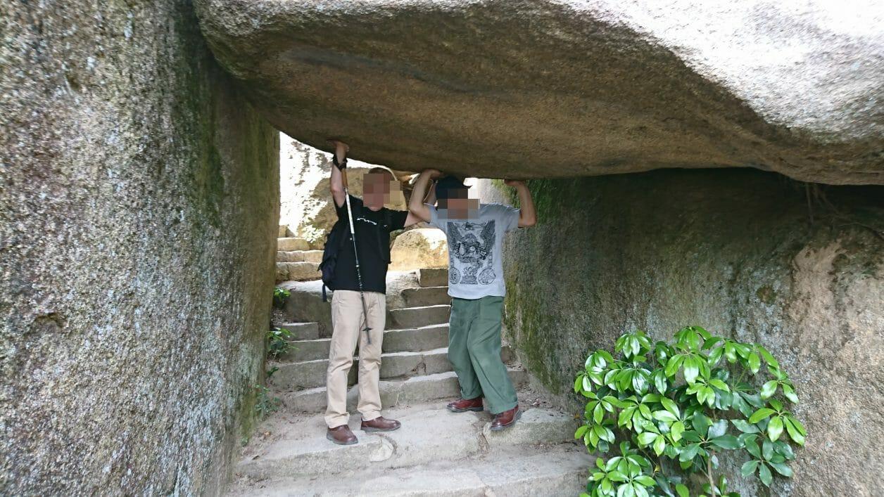 宮島弥山展望台への登山道にある奇岩くぐり岩