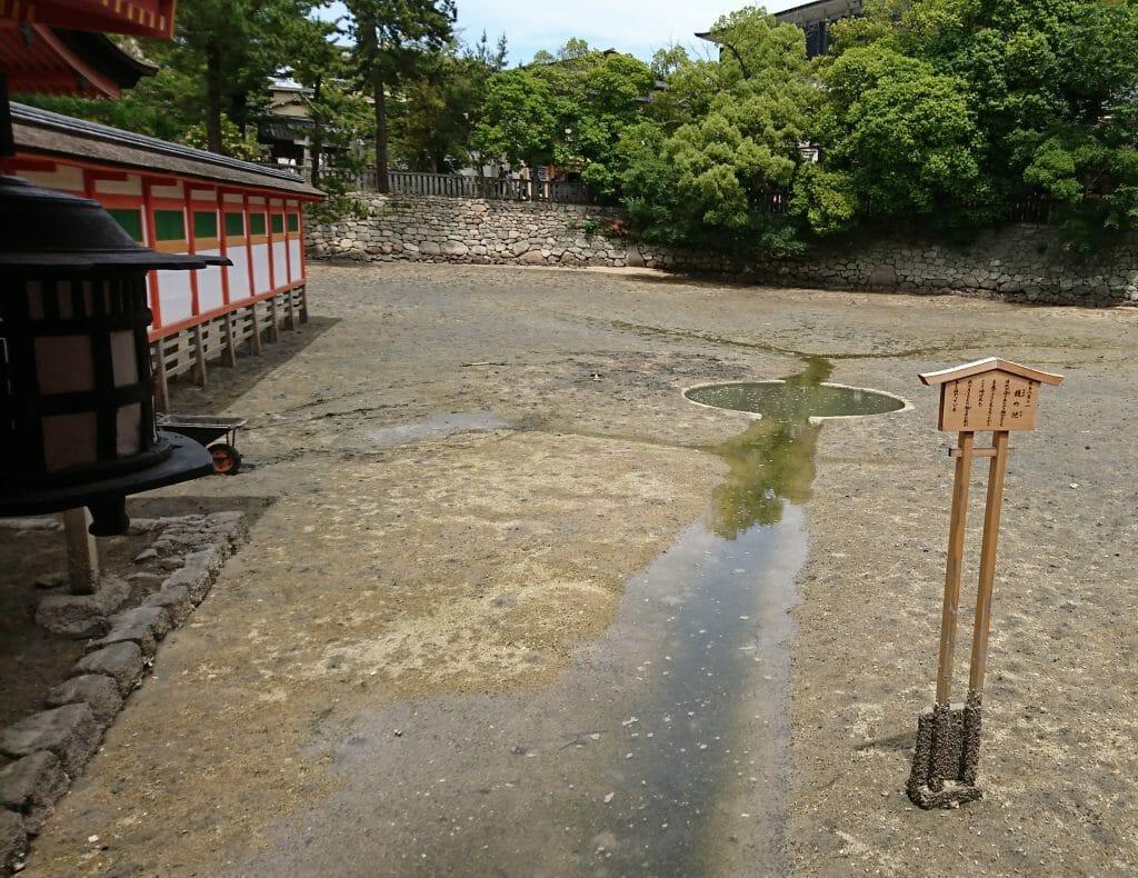 宮島の厳島神社の鏡の池