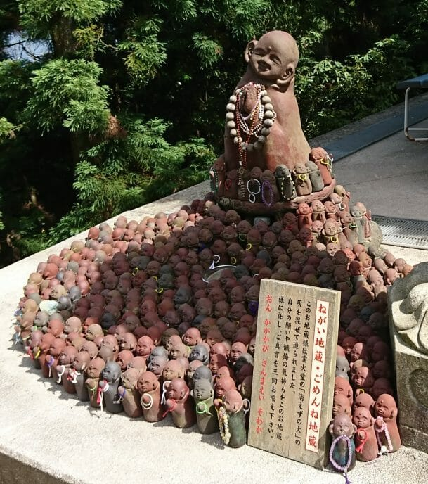 宮島のパワースポット弥山本堂のごめんね地蔵と願い地蔵