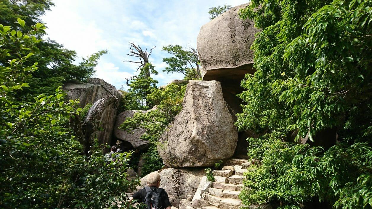 宮島弥山展望台への登山道にある不動岩