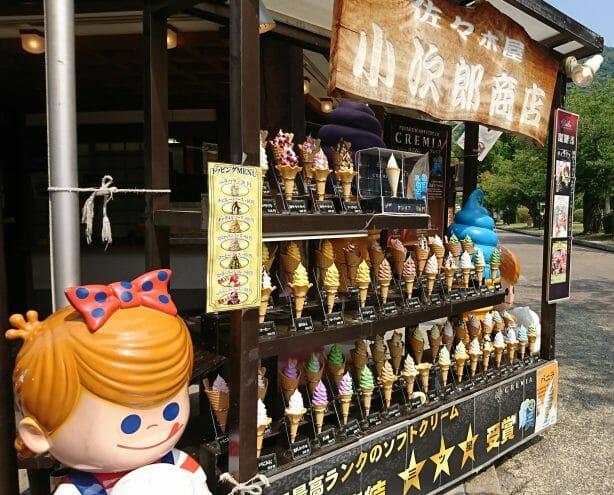 錦帯橋のふもとにあるソフトクリーム屋小次郎