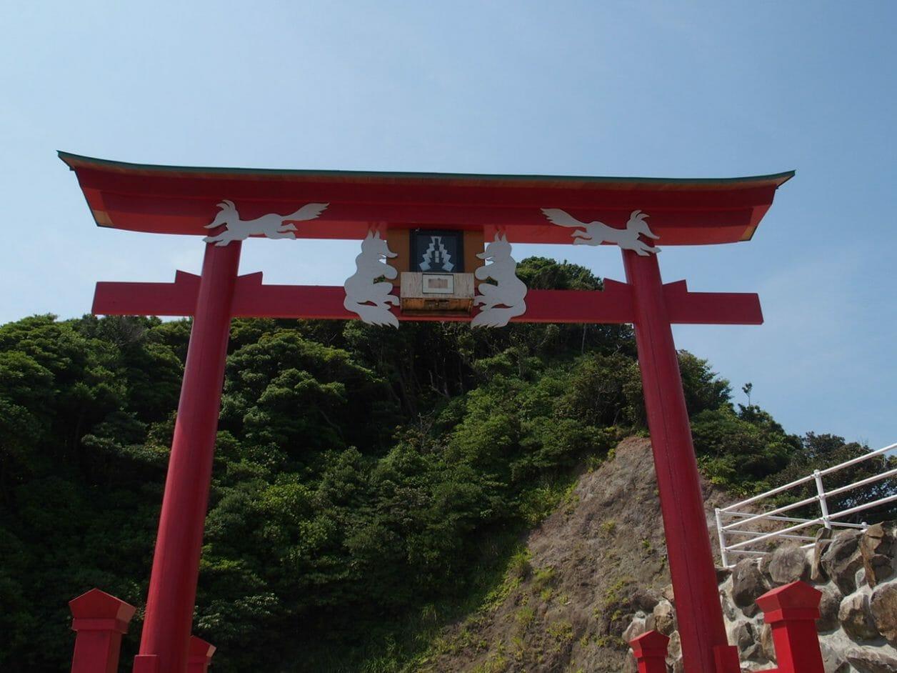 元乃隅稲成神社の日本一入れにくいお賽銭箱