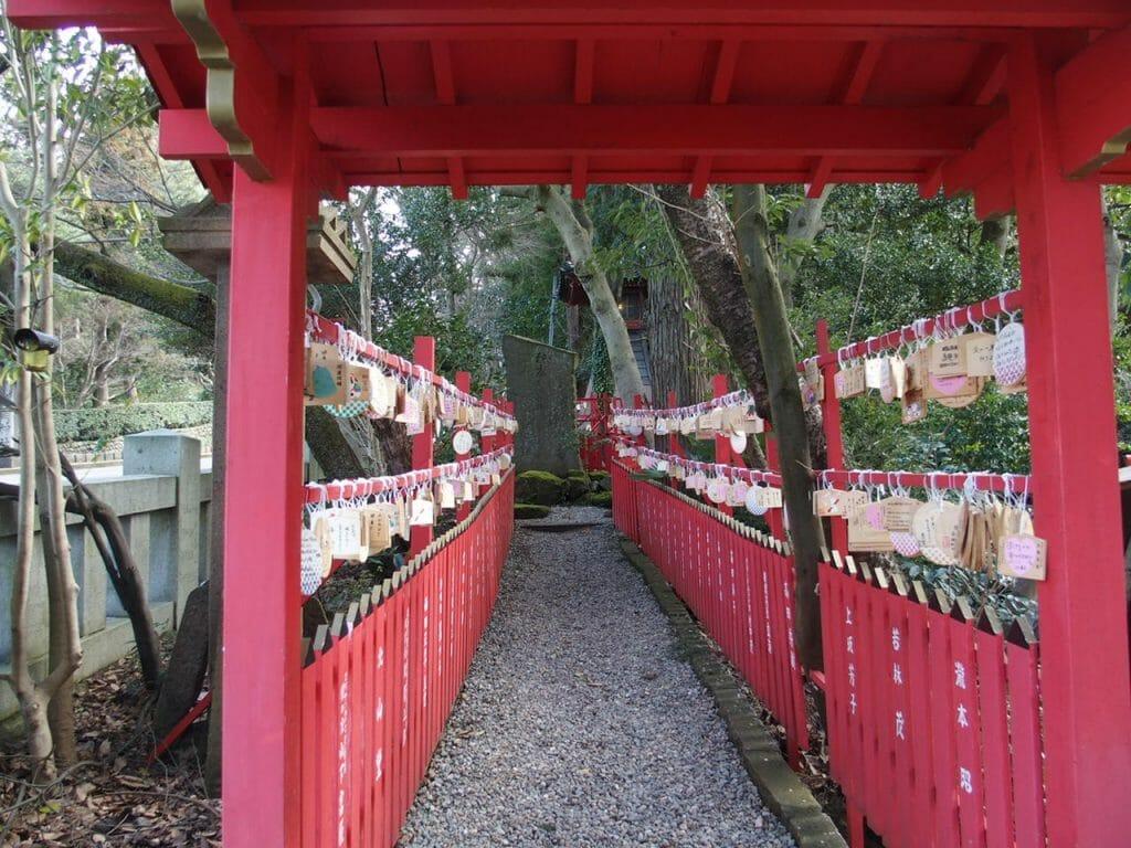 縁結びのご利益のある石浦神社