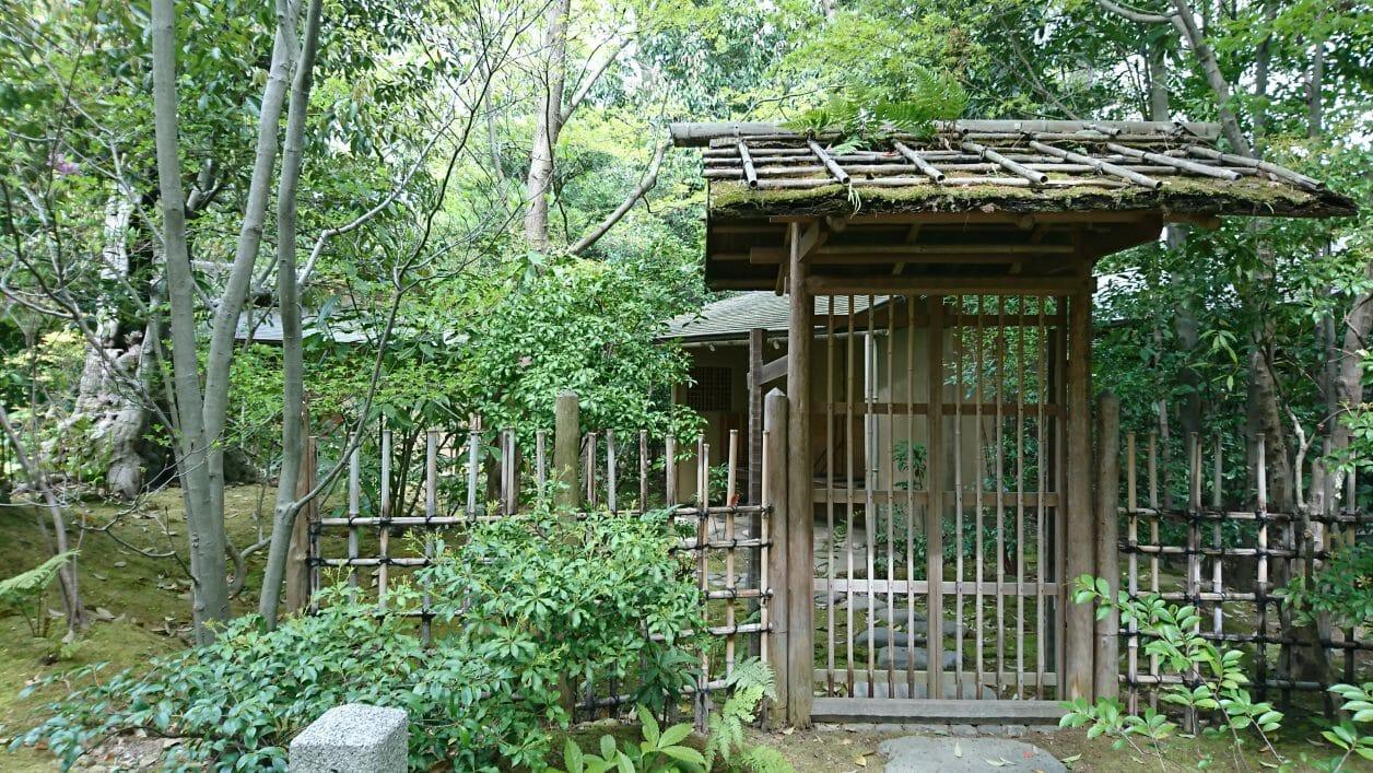 寒川神社の神嶽山神苑にある直心庵