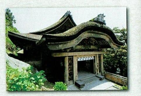 竹生島の観音堂の入り口
