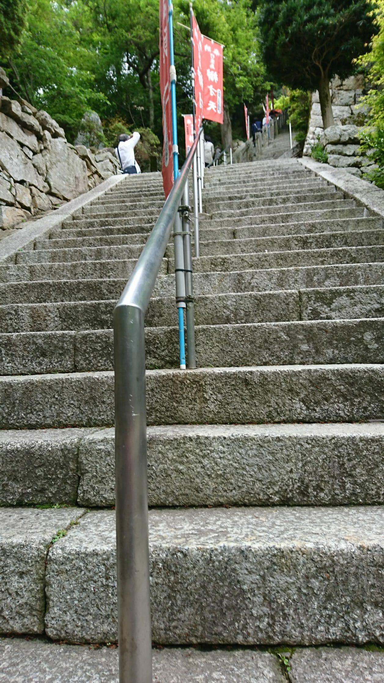 竹生島の宝厳寺へ続く参道の階段