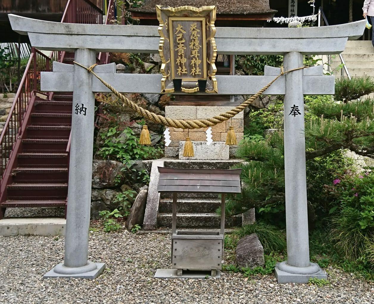 竹生島にある都久夫須麻神社の境内の天忍穂耳神社と大己貴神社