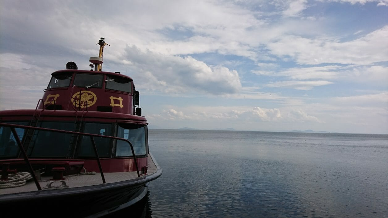 琵琶湖に浮かぶ直政