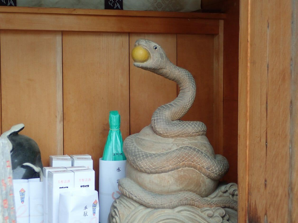 竹生島の都久夫須麻神社にある白巳大神