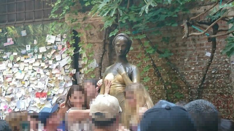 ヴェローナで一番人気の観光地ジュリエットの家