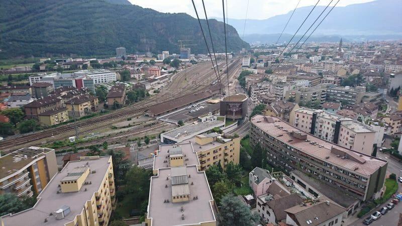 イタリアボルツァーノの街からソプラボルツァーノに続くロープウェイ
