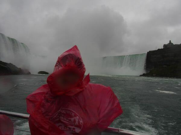 ナイアガラの滝は水しぶきがすごいので防水カメラがおすすめ
