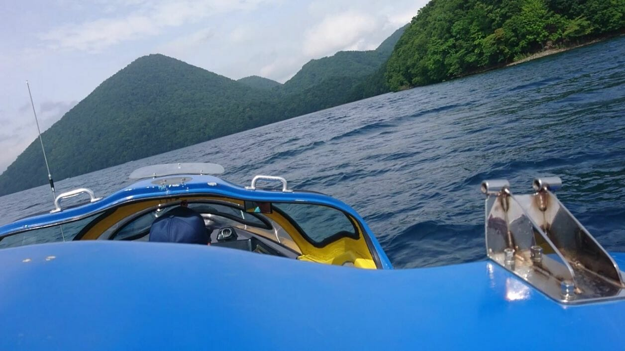 洞爺湖でモーターボートと遊覧船に乗船し中島に上陸