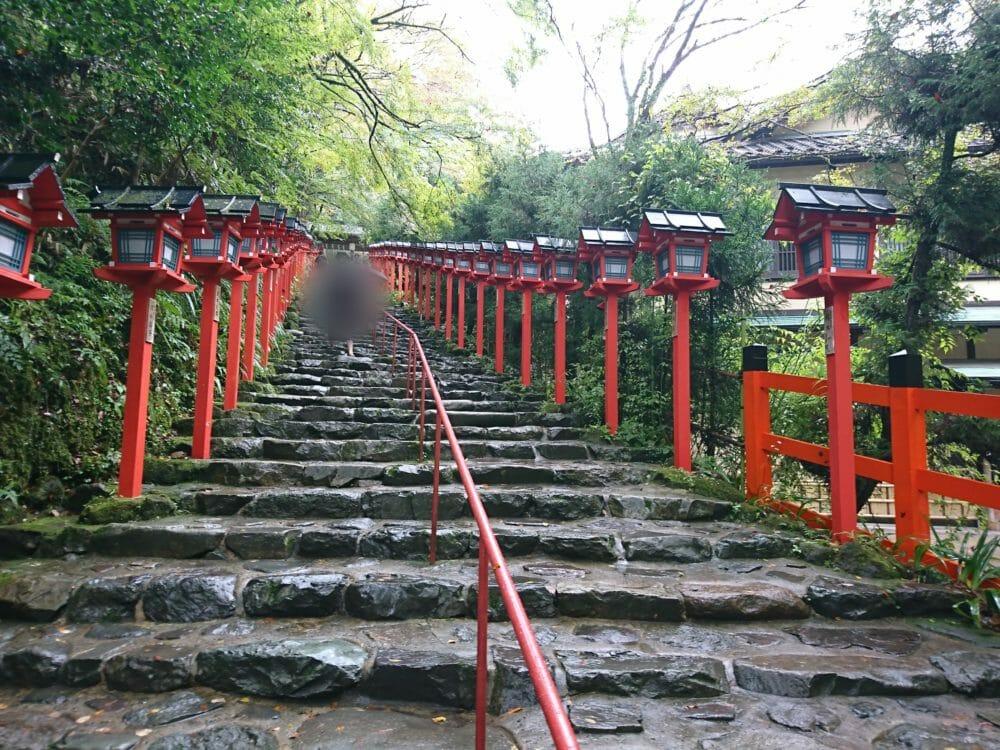 貴船神社本殿の84段の階段